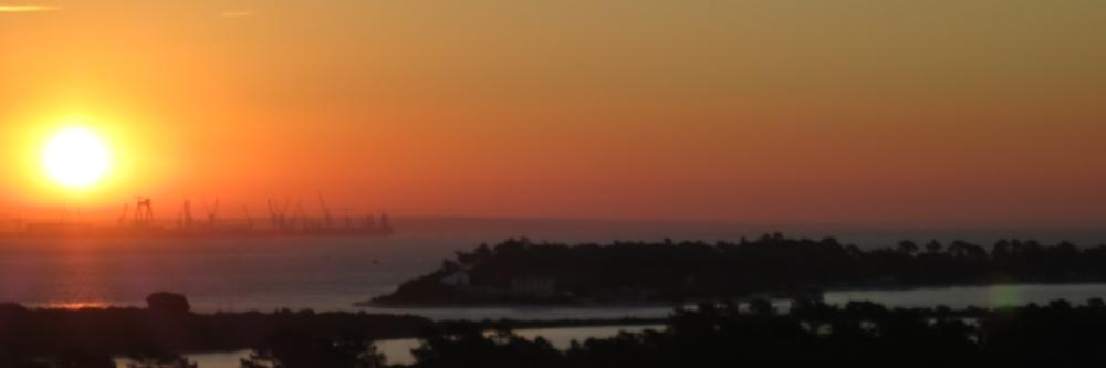 Sonnenaufgang vom Hotelzimmer aus.
