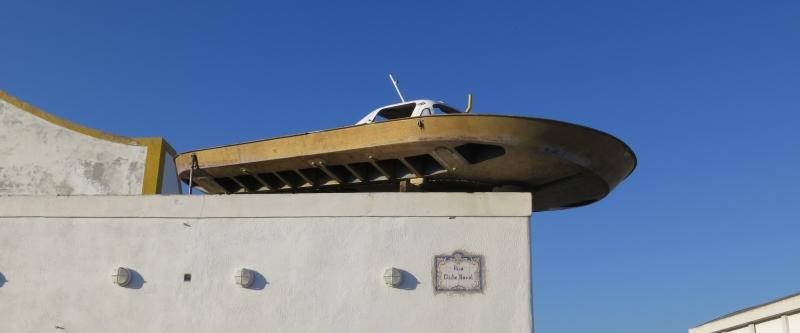 Ausgedientes Luftkissenboot.