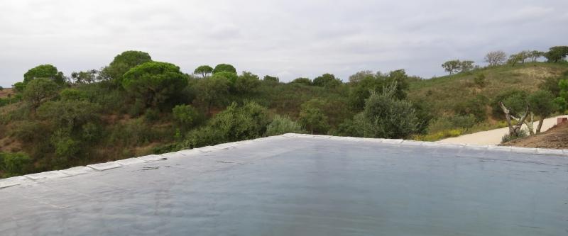 Ein weiterer Pool mit freistehender Wand.